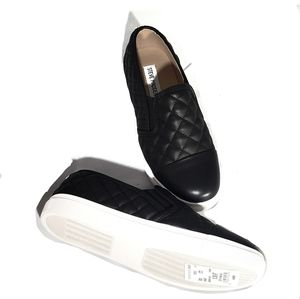 Steve Madden Black Quilted Loafers Size 7